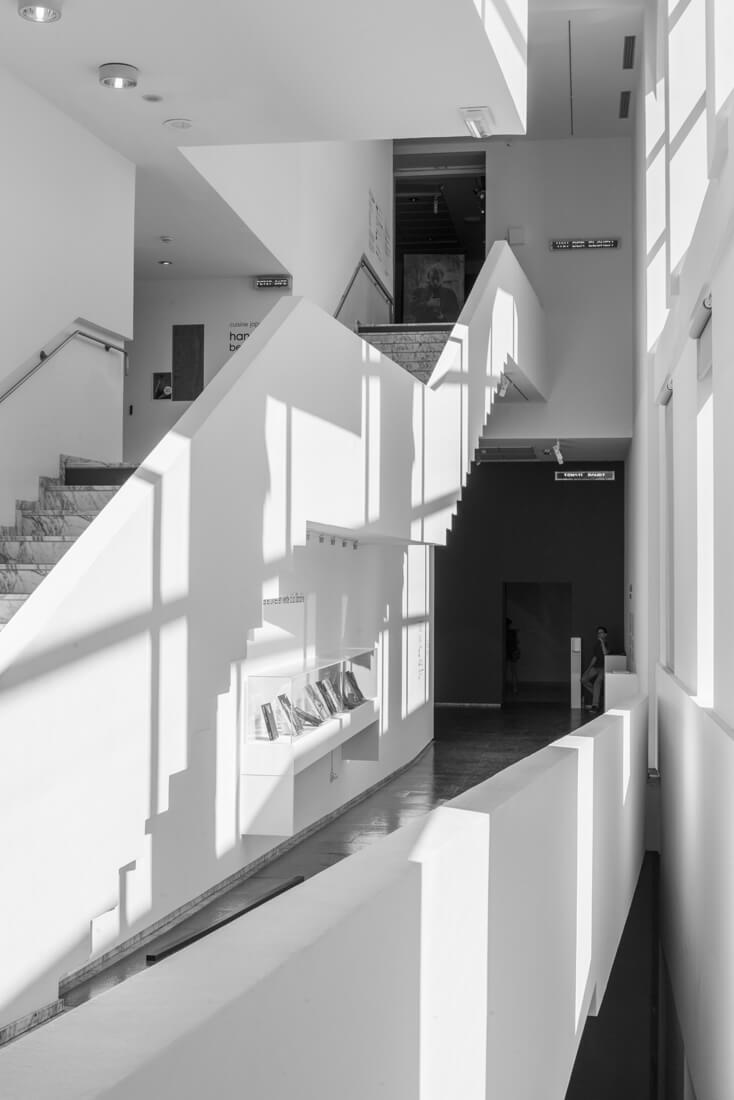 Vue de l'escalier du Jeu de Paume