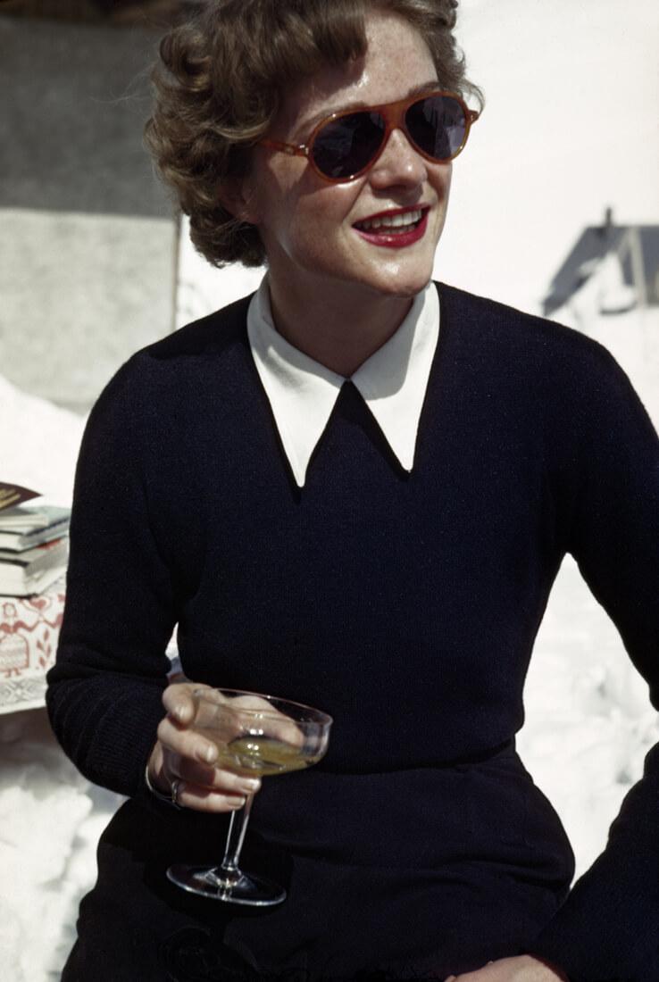 Une femme dans un bar de glace, Zürs, Autriche