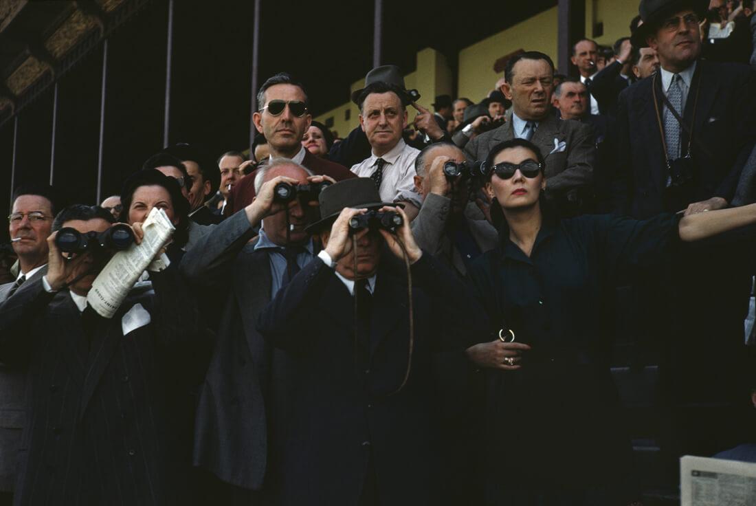 Des spectateurs à l'hippodrome de Longchamp, Paris