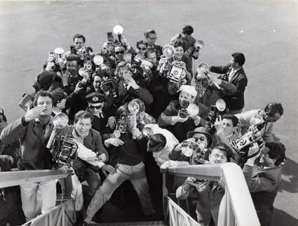 Les photographes à l'arrivée de la vedette de cinéma, La Dolce Vita