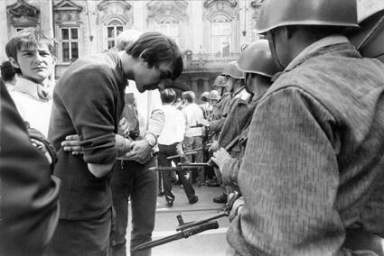 Manifestation lors du premier anniversaire de la répression soviétique du Printemps de Prague