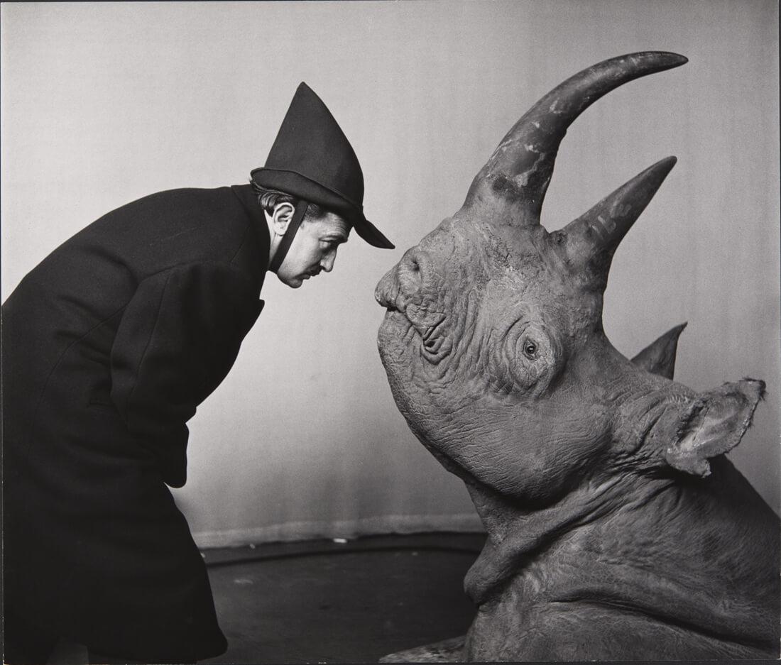 Salvador Dalí dans sa performance pour l'émission télévisée The Morning Show de CBS-TV