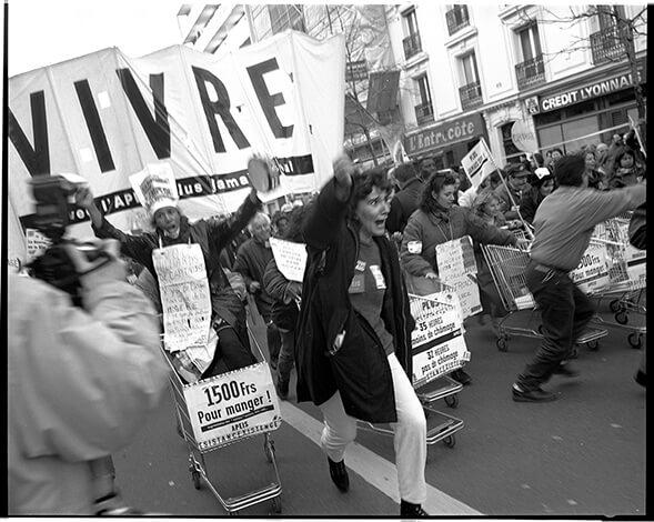 VIVRE, quand les caddies sont vides la misère se met en colère, Paris
