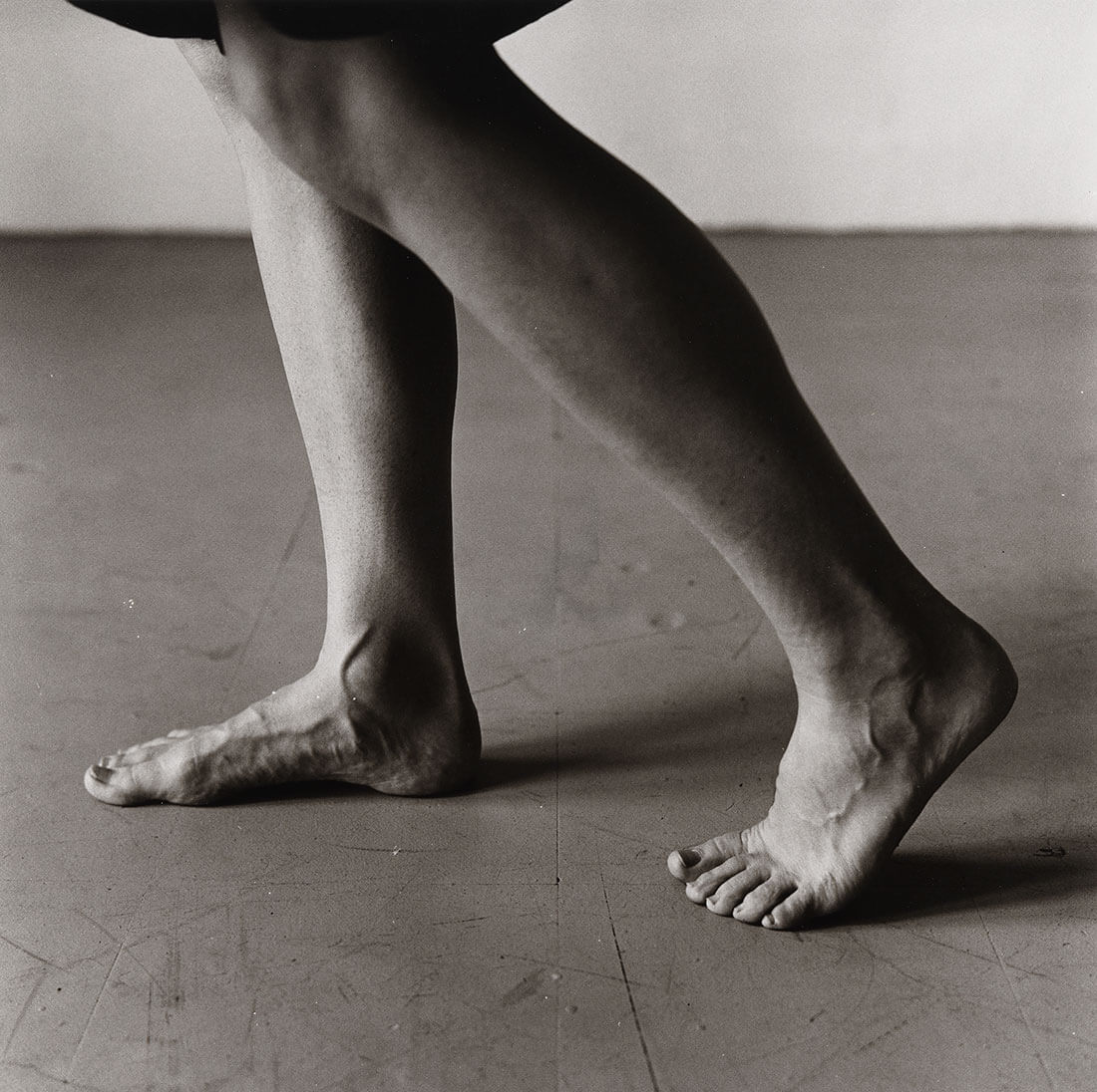 Dana Reitz's Legs, Walking