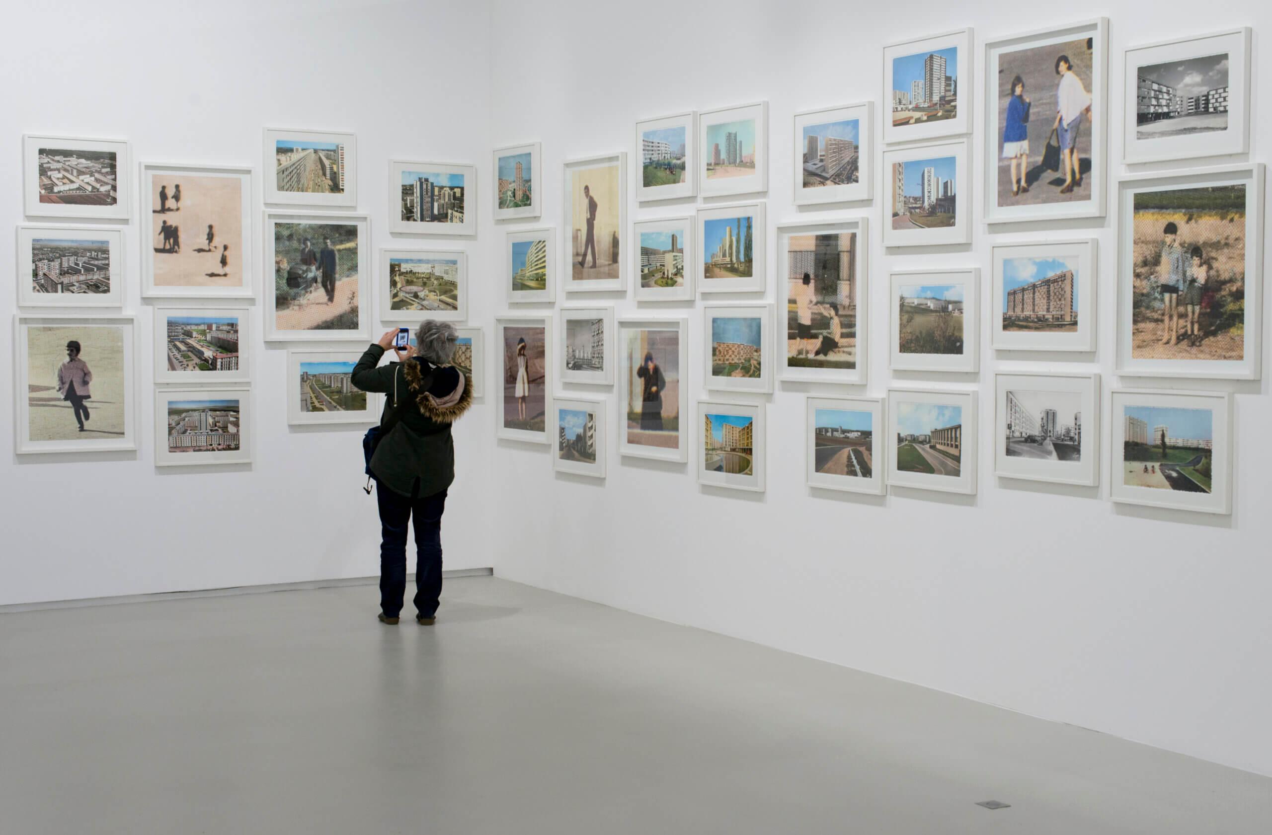 Vue de l'exposition Mathieu Pernot