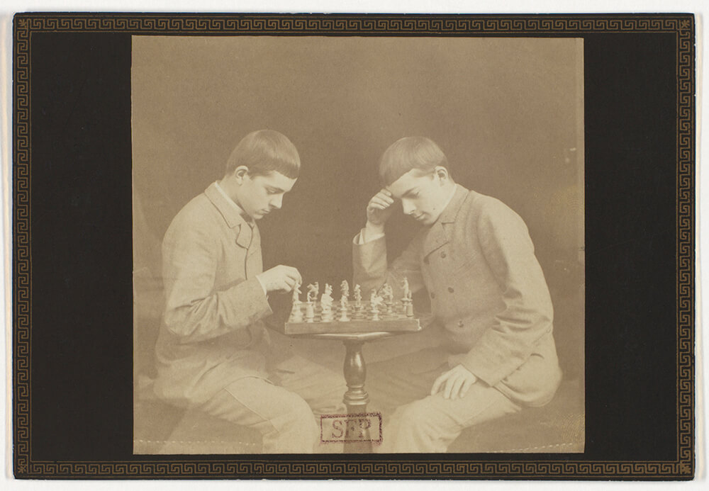 Frédéric Laporte, <i>Autoportrait dédoublé jouant aux échecs</i> [Double self portrait playing chess], 1886. Collection Société française de photographie.