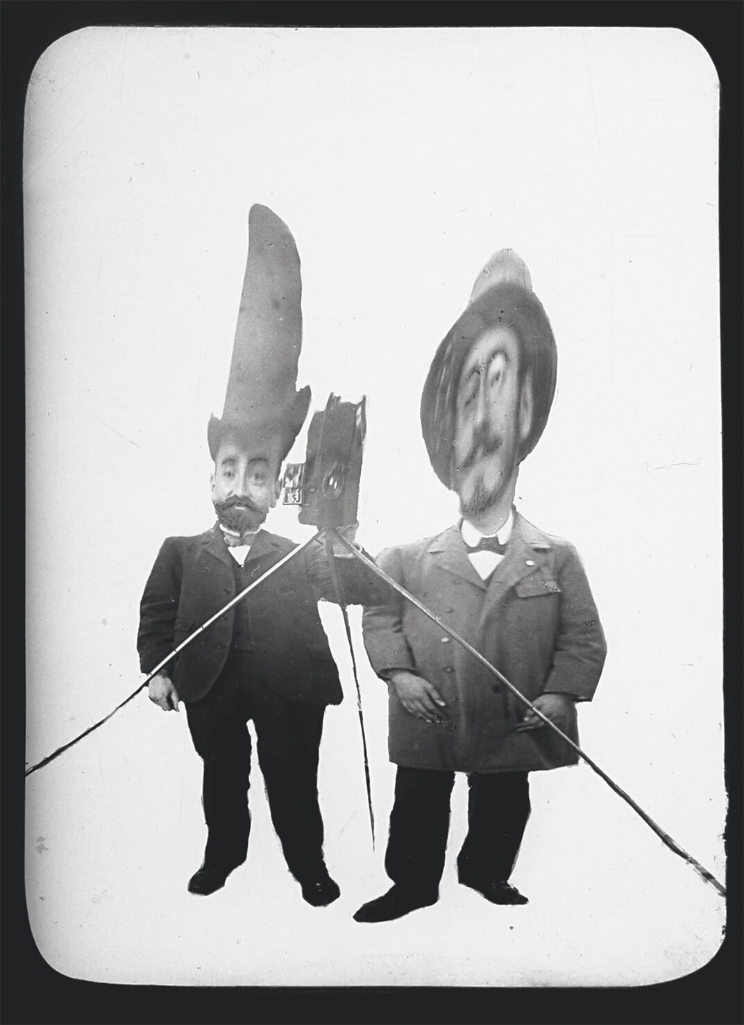 Léon Gimpel, Photography in a distorting mirror, 1900. Courtesy éditions Textuel © 2015 Private collection
